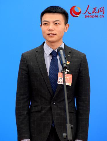 全国人大代表、中国建筑第五工程局有限公司总承包公司项目质量管理员邹彬。人民网记者 陈斌 摄