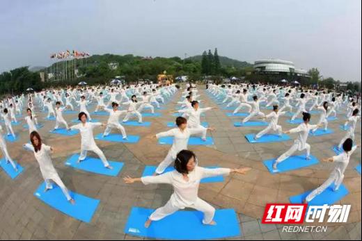 """12月31日,常德石门夹山举办""""迎新祈福暨森林瑜伽"""";健步行大赛""""。以上图片除注明外,均由各景区提供。"""
