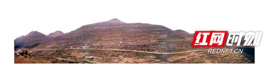 花垣县雅酉镇2001年退耕还林前广种薄收的坡耕地,水土流失严重。