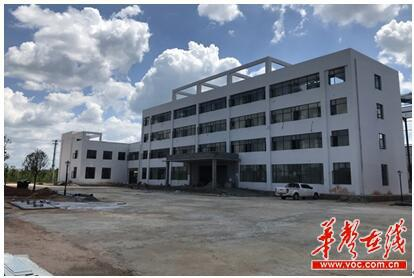 皓钰新材料有限公司年产6万吨高级氧化锌项目一期主体工程已完工,10月即将进入投产。