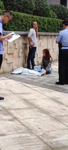 悲剧!长沙怡海星城小区3岁小孩不幸坠楼 事发时妈妈不在家