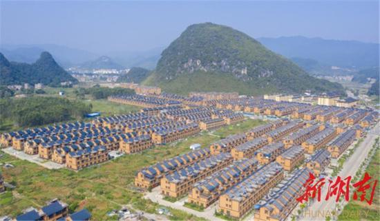 8月30日,江华瑶族自治县水口镇如意社区,房屋整洁,环境宜人。