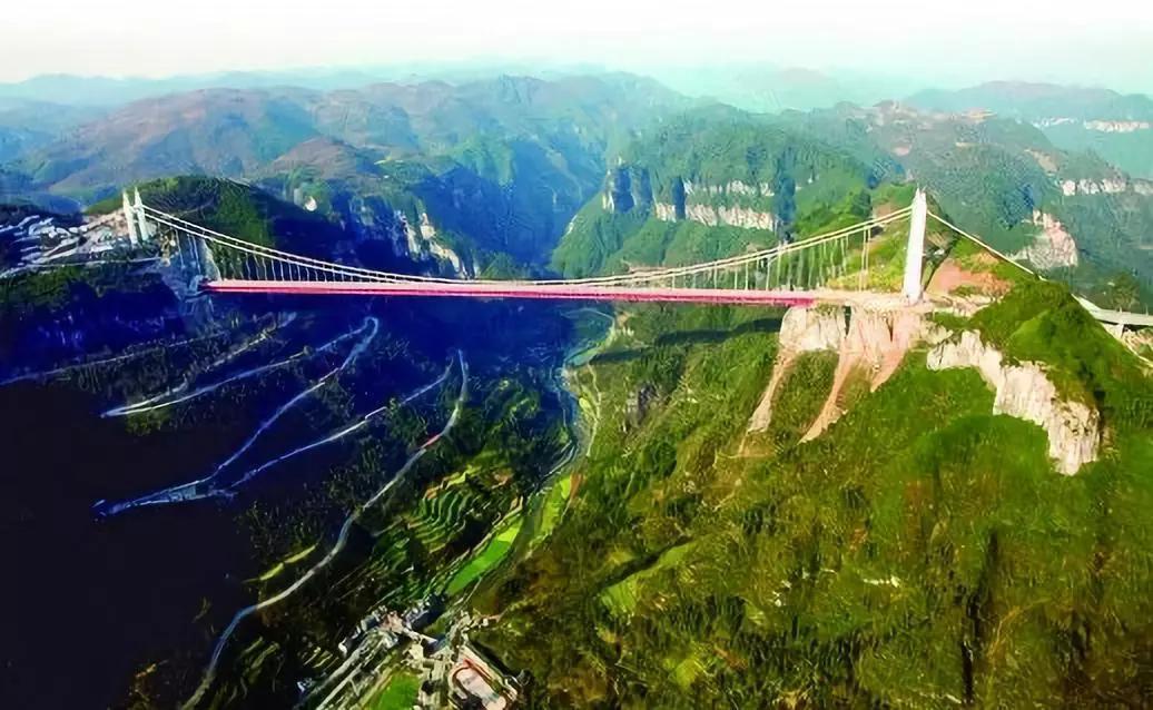 矮寨大桥。湖南日报记者刘尚文摄