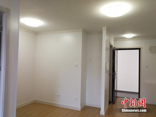 资料图:图为北京某40平米左右公租房的室内。中新网记者 邱宇 摄