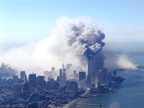 九月十一日美国纽约世界贸易中心大楼遭到飞机撞击