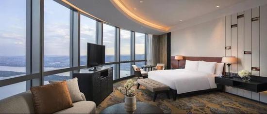 图为长沙君悦酒店客房