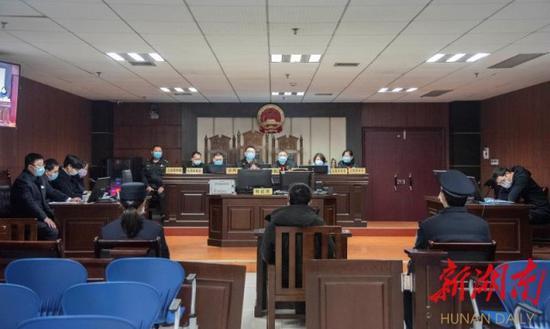 (3月6日,益阳市安化县人民法院公开开庭审理一起涉野生动物保护刑事附带民事公益诉讼案。通讯员 曾来生 廖慧 肖正兵 摄)