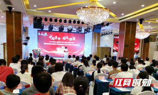 9月9日上午,2020希望工程圆梦行动大型公益助学活动湖南省助学金发放仪式在岳阳市湘阴县举行。
