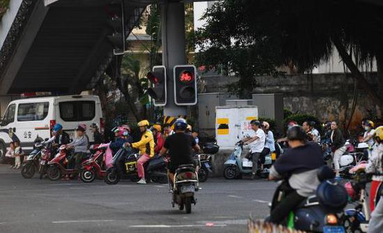 @湖南人 电动自行车新规下周实施,骑乘有这些行为将罚款!