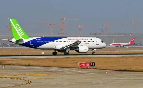 中国自主研发大飞机C919。