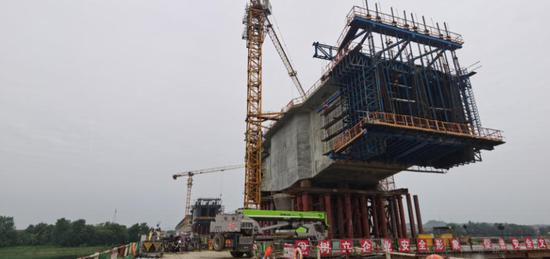 常益长高铁资水特大桥主桥10月中旬可合拢
