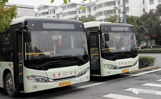 开行城区免费旅游巴士。