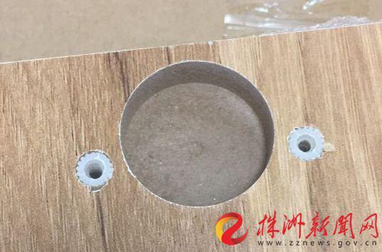 ▲刘先生买的家具,从接口看是木屑和胶水黏合材质(受访者供图)