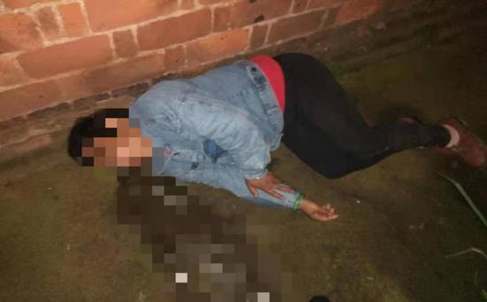 感情受挫,衡阳一女子喝烂醉倒路边,民警把她送回家