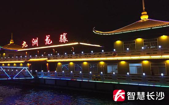 图为湘江上的游轮