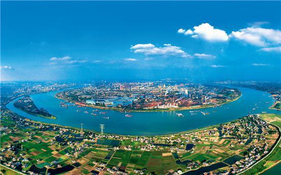 (在湘潭地界,湘江拐了一个大弯,形成天然良港。郭晓 摄)