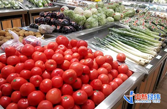 资料图:超市货架上的蔬菜。中新经纬摄