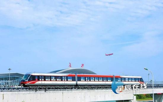 (磁浮快线联通机场和高铁。)