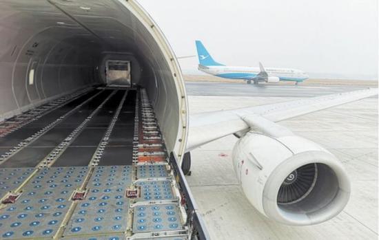2月26日,长沙黄花国际机场首条跨境电商出口全货运包机航线正式开通。