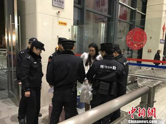 拖欠工人工资近34万元网上女逃犯在东莞被擒