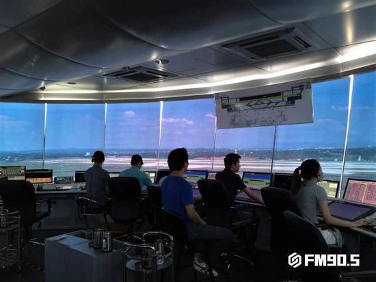 △长沙黄花国际机场塔台控制室。(资料图)