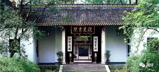千年学府岳麓书院傲然屹立,昭示着心忧天下、敢为人先的湖湘精神。