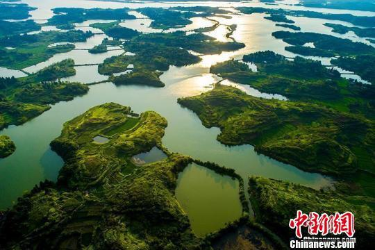 舂陵国家湿地公园内,水系、农田、山体和谐共生。 通讯员 欧阳常海 摄
