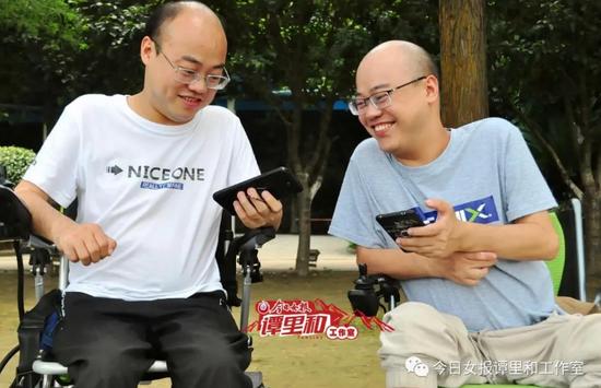 自信、乐观的龚前文(左)龚后武兄弟