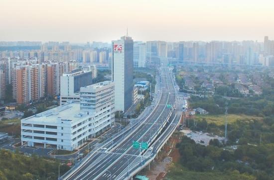 9月22日,航拍湘府路快速路改造工程 图/记者陈正