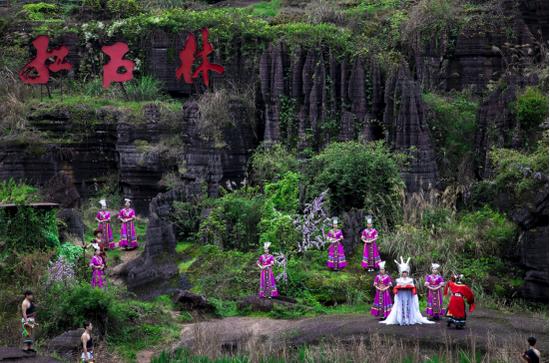 芙蓉镇·红石林度假区欢庆复工开园