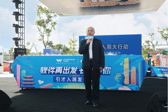 长沙高新技术产业开发区管委会主任郭力夫发言
