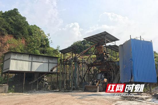 黄茶岭街道五星村4组已拆除的无证非法混凝土搅拌站。