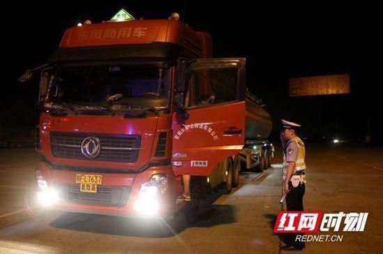 夜查行动共查处重点交通违法3027起。
