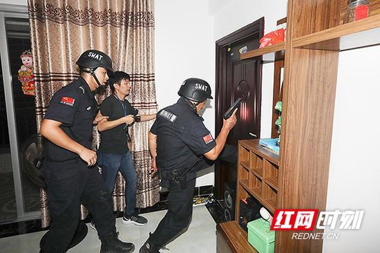 警方捣毁犯罪团伙。