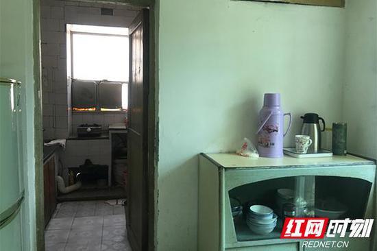 1981年至今,有着30余年历史的彭友生家属房内住址原貌。
