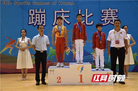 甲组男子网上单项决赛颁奖仪式。