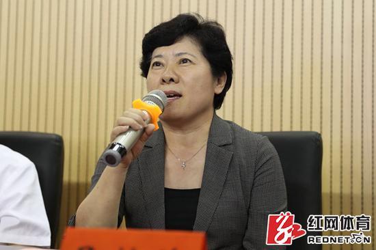 湖南省副省长、省第十三届运动会组委会主任吴桂英宣布第十三届省运会成年组正式开赛。