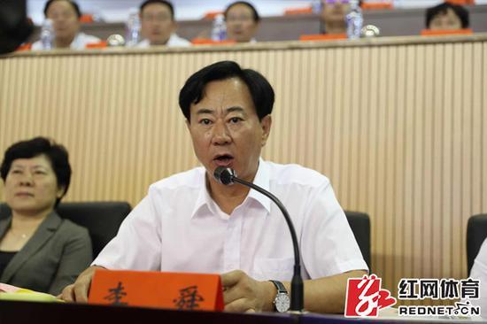湖南省体育局党组书记、局长,省第十三届运动会组委会副主任李舜致开赛辞。