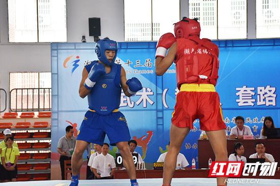 8月31日上午,湖南省第十三届运动会青少年组武术(散打)比赛在祁东文武学校体育馆落下帷幕。