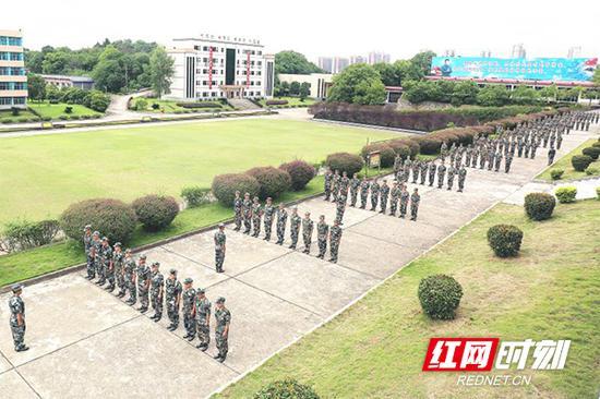 全市共2906名双合格准新兵接受军事化适应性教育训练。