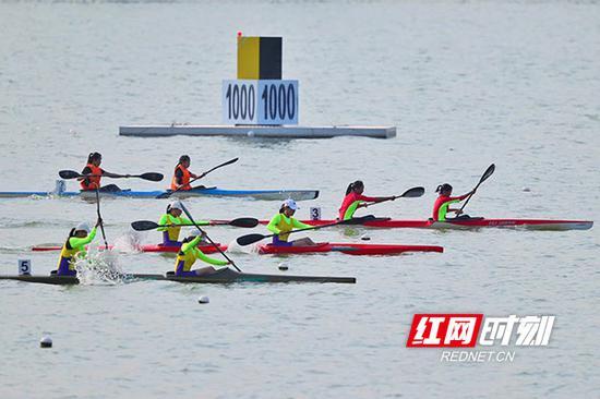 9月11日,历时6天的湖南省第十三届运动会青少年组赛艇、皮划艇比赛在衡阳市滨江新区水上运动中心落下帷幕。