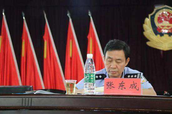 衡南县副县长、县禁毒委常务副主任、县公安局长张东成主持会议