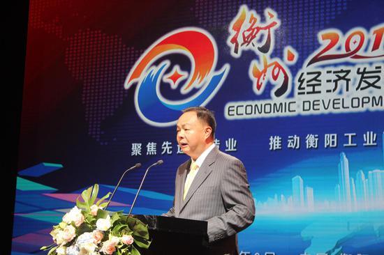 中共衡阳市委书记、市人大常委会主任郑建新致辞。