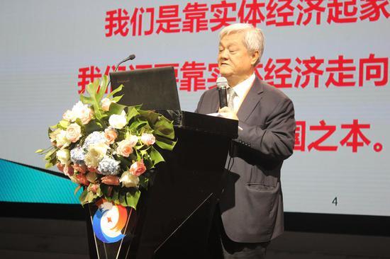 机械科学研究总院原副院长、研究员级高级工程师、中国机械工业联合会专家委员会委员屈贤明发表演讲。