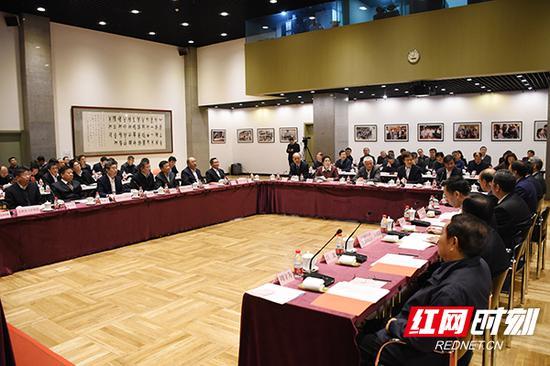 """12月16日,""""加强基础研究多元投入座谈会暨国家自然科学基金区域/nb88新博手机版创新发展联合基金协议签署仪式""""在北京举行。"""