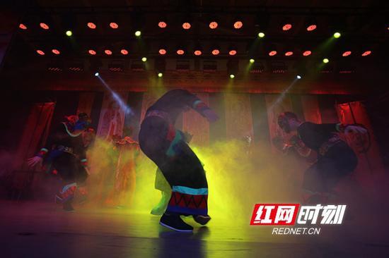 张家界:傩戏排演迎新春