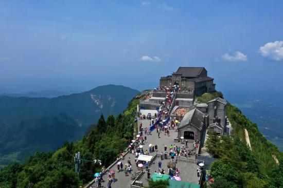 (南岳衡山祝融峰 摄影:肖亚辉)