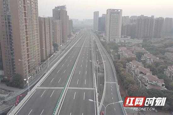 航拍湘府路快速路改造工程。
