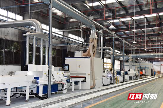 首家入园的楚荣家具厂,从签约到落地投产只用了半年时间。