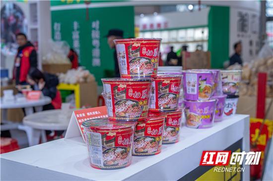 来自栖凤渡特制干鱼粉,方便携带,泡开放入料包即可食。